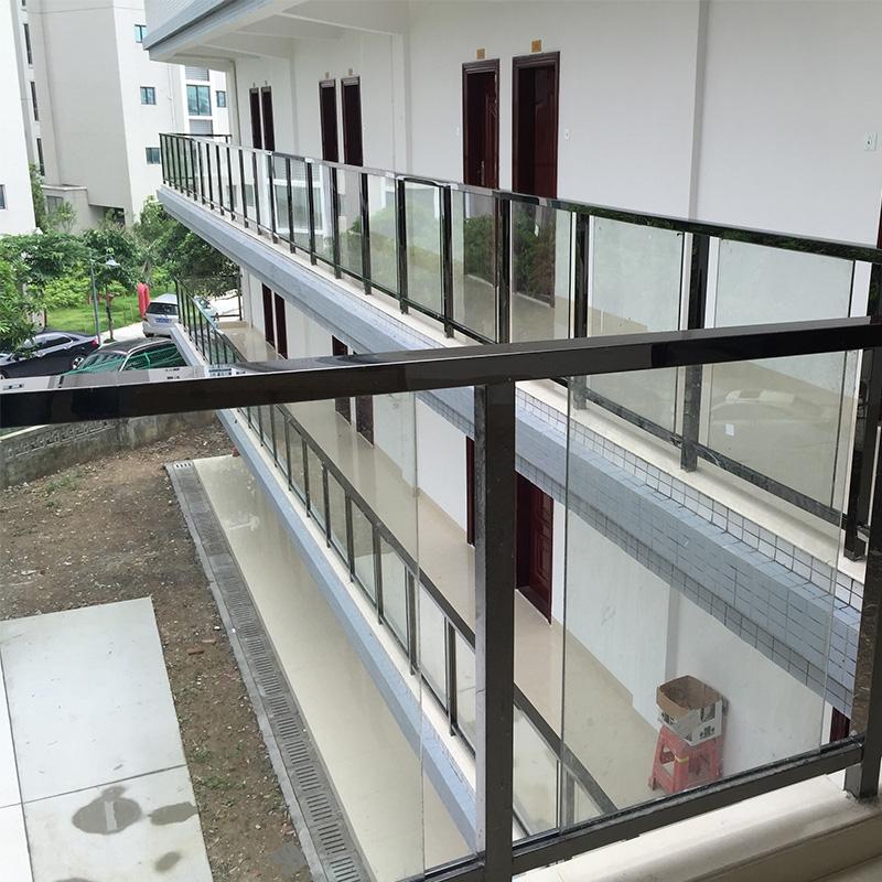 宝洲路圣元环保不锈钢玻璃阳台护栏及扶手