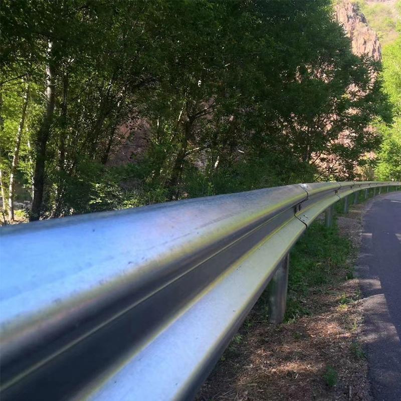 波形公路护栏